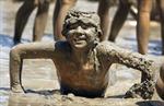 Vui nhộn với lễ hội tắm bùn ở Mỹ