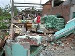 Hàng trăm nhà dân tan hoang sau lốc xoáy