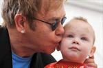 Elton John muốn David Beckham dạy con trai đá bóng