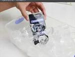 Hành hạ điện thoại xịn trong nước đá, bia và coca