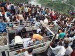 Xe khách lao xuống đập ở Ấn Độ, 41 người chết