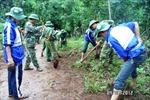 Bản làng in bóng áo xanh tình nguyện