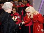 Lady Gaga quyền lực hơn Nữ hoàng Anh