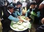 Người Mông thi làm bánh dày dịp Tết Độc lập