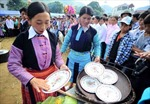 Độc đáo với phần thi làm bánh dày của người Mông