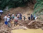 Ủng hộ gia đình nạn nhân vụ lở đất ở Yên Bái