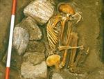 Hai bộ xương người kỳ lạ tại Scotland