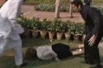 Thủ tướng Australia ngã sấp tại Ấn Độ