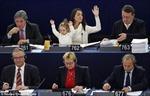 Nghị sĩ châu Âu biểu quyết cùng con gái 2 tuổi