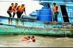 Đưa vào bờ an toàn 10 thuyền viên bị tàu lạ đâm