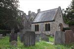 Rùng rợn thăm ngôi nhà nghĩa địa