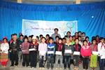 Báo VietnamPlus tiếp sức học sinh vùng khó tới lớp