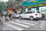 Hà Nội: Dân phố cổ bức xúc vì xe dừng đỗ lộn xộn