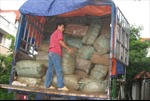 Tạm giữ 6 tấn quần áo không giấy tờ hợp pháp