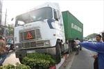 Xe container 'đại náo' trên đường, người dân hoảng loạn