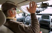 Xe tự lái- thỏi nam châm thu hút người cao tuổi