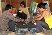 Người Mảng Lai Châu già đi vì hủ tục - Kỳ 3: Uống rượu, hút thuốc lào từ trong bụng