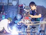 Người thanh niên sáng chế máy cày đa năng cho miền núi
