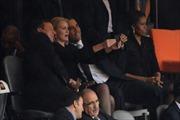 Tổng thống Mỹ chụp ảnh 'tự sướng' tại Lễ tang ông Mandela