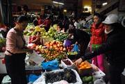 Giá thực phẩm nhích nhẹ, hoa quả biến động hơn