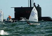 Tàu ngầm hải quân trồi lên nhầm chỗ