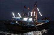 Khẩn trương cứu 13 ngư dân bị nạn trên biển