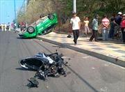 Taxi mất lái, 2 người chết tại chỗ
