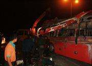 Lật xe trên đường cao tốc Liên Khương-Đà Lạt, 13 người nhập viện