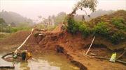 Ruộng đồng nát bươm do khai thác cát