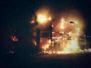 Ngân hàng bị thiêu rụi ở Mariupol, đông Ukraine