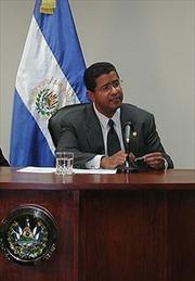 El Salvador phát lệnh bắt cựu Tổng thống F.Flores