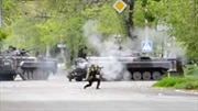 Vệ binh Ukraine nã súng phóng lựu vào cảnh sát Mariupol