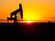 Giá dầu thô tiếp tục tăng