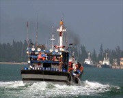 Vươn khơi, bám biển - Ngư dân không một ngày xa biển