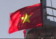 Lễ chào cờ trên vùng biển Hoàng Sa