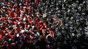 Binh sĩ Thái Lan bao vây cuộc biểu tình của phe 'Áo Đỏ'