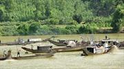 'Nóng' chuyện khai thác cát trên sông Hương