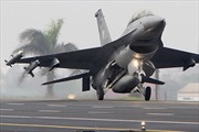 Trung Quốc thử nghiệm chiến đấu cơ trên đường cao tốc