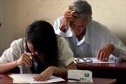 """""""Ông ngoại"""" 69 tuổi vẫn quyết tâm thi đỗ tốt nghiệp THPT"""