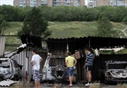 Hàng ngàn người Ukraine vượt biên vào Nga