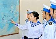 Vẽ bản đồ Việt Nam bằng gốm giữa Trường Sa