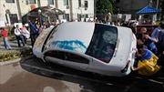 Người biểu tình Ukraine ném bom xăng vào Đại sứ quán Nga