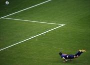 'Bão' tin nhắn twitter sau bàn thắng của Van Persie