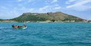 Nuôi tôm bằng bè nổi trên biển ở Lý Sơn