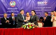Việt Nam – Lào ký hợp đồng tín dụng phát triển giao thông