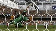 Vua phá lưới David Villa ghi bàn trong trận chia tay đội tuyển