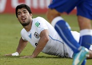 FIFA điều tra scandal 'cẩu xực' của Suarez