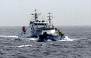 Tàu Trung Quốc dàn hàng ngang ngăn cản tàu Kiểm ngư Việt Nam