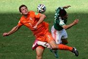 Hà Lan-Mexico 2-1: Trò đùa của số phận