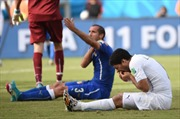 Suarez xin lỗi hậu vệ Chiellini về vụ cắn vai
